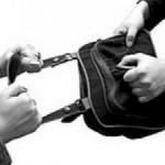 Две девушки обвиняются в грабеже.